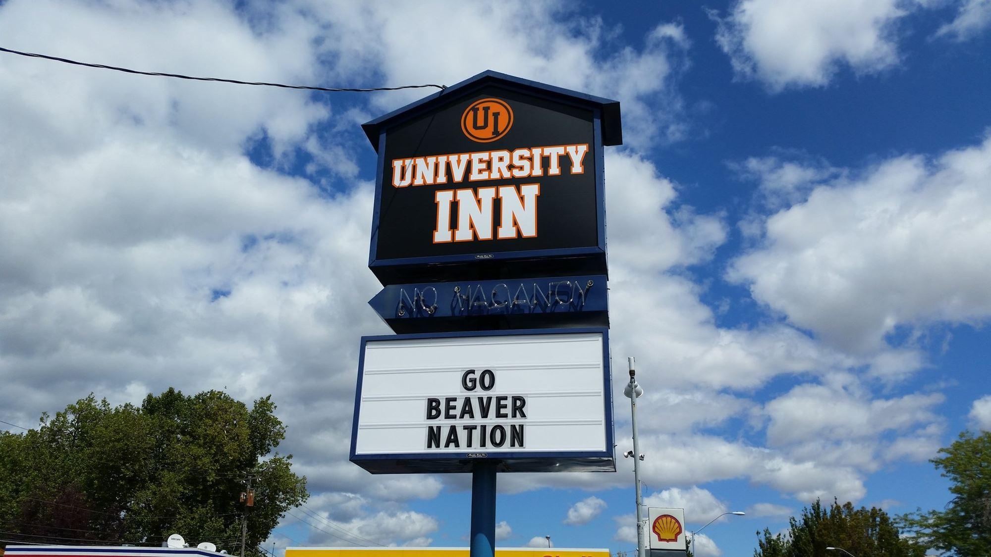 University Inn, Corvallis sign