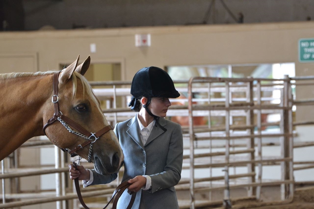 4-H exhibitor showing her horse in a showmanship class