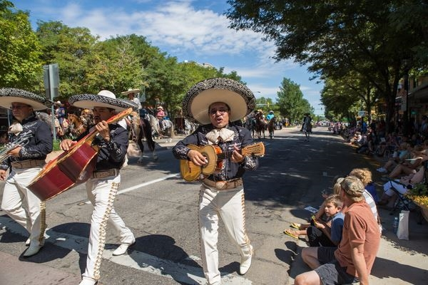 Mexican dancers and guitar players in the Fair parade