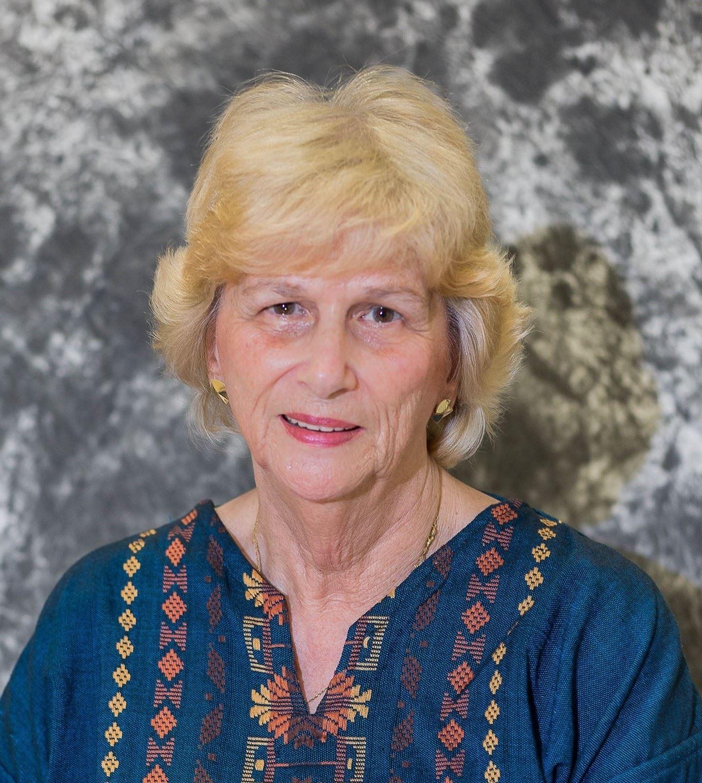 2011 - Linda Holt