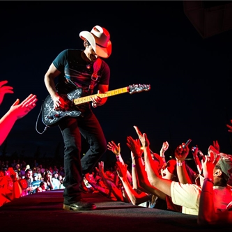 Country Superstar Brad Paisley to Play at Salinas Sports Complex Friday July 11, 2014