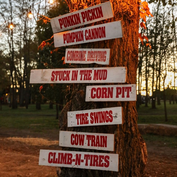 Kearney_Fun_Farm_Signs