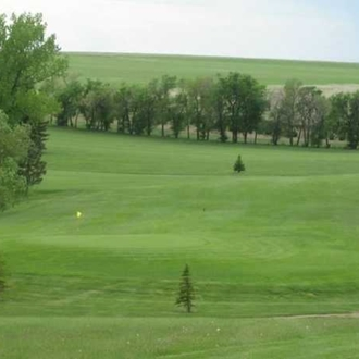 The Hettinger Country Club is a 9 hole golf course over 3,051 yards with a par of 36. A short drive from Dickinson, ND.