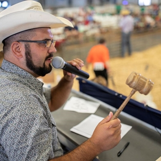 Photo of the auctioneer
