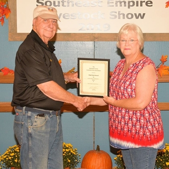 2019 Adult Exhibits Overall Winner Lawanda Titshaw with Gwinnett County Fair President Bill Atkinson