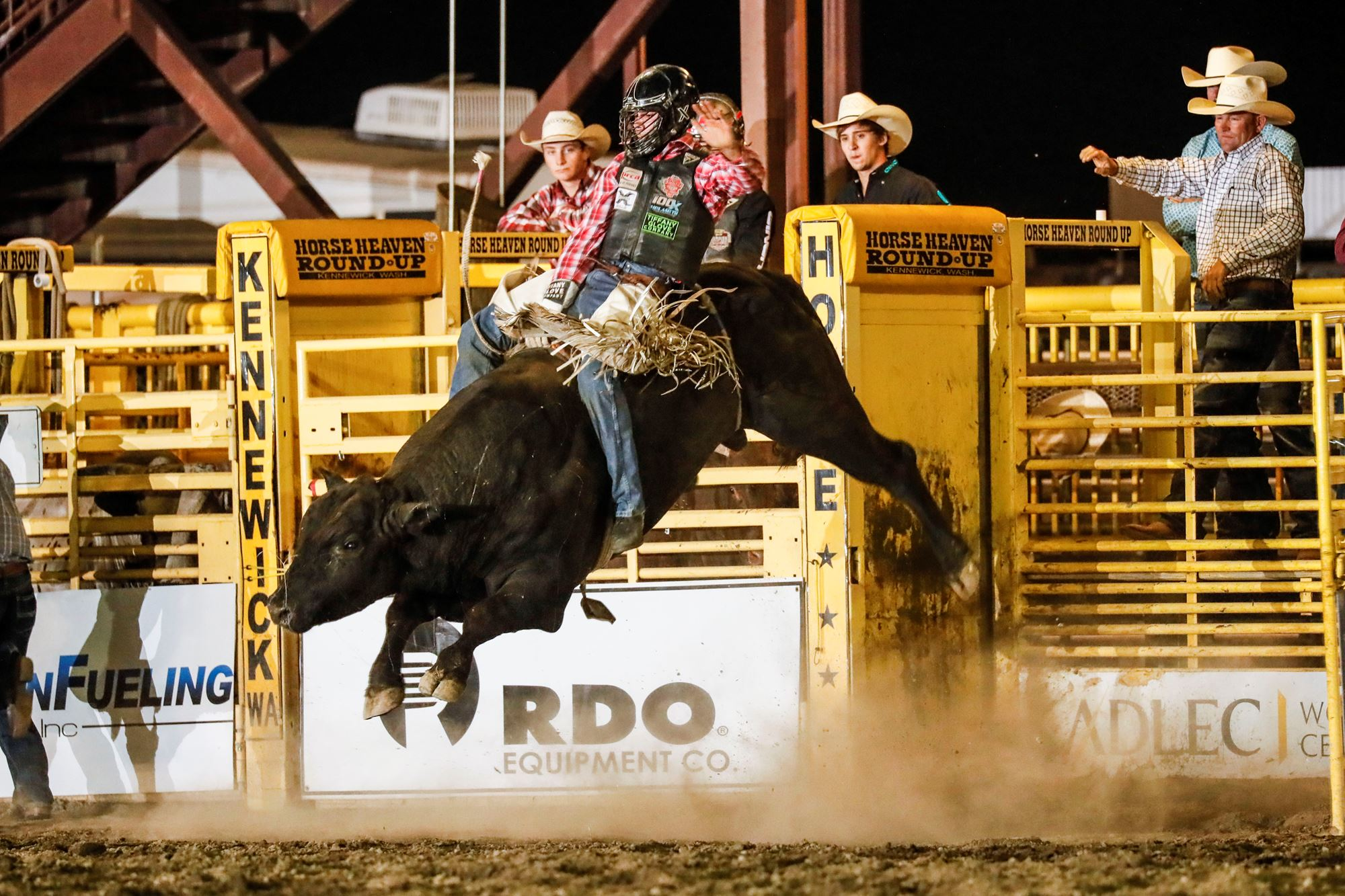 Eli Vastbinder riding Bull Rewind