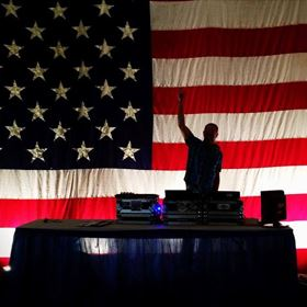3:00 pm-4:00 pm - DJ EL