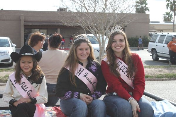 2013 Cowgirl queens at the parade.