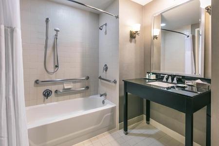 Wyndham San Antonio Riverwalk - Bathroom