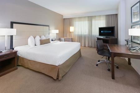 Wyndham San Antonio Riverwalk - King Bed Room