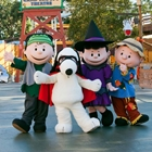 Snoppy and Peanuts gang at Knott's Spooky Farm