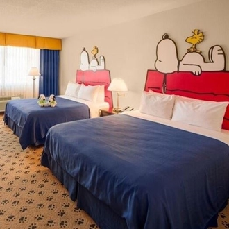 Snoopy double bed room at Knotts Berry Farm Hotel in Buena Park