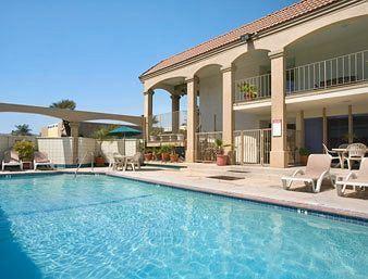 Pool at Howard Johnson in Buena Park