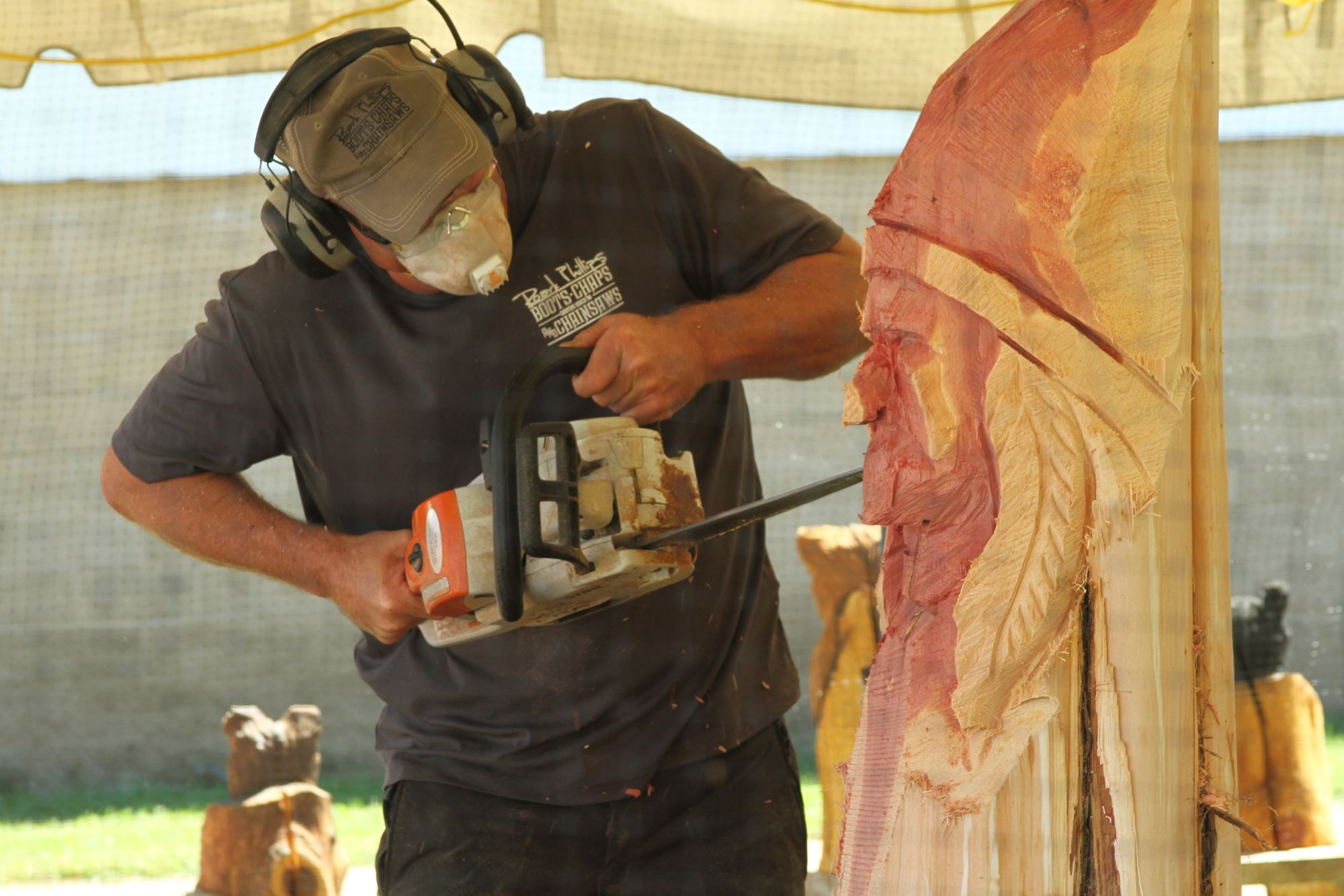 Chainsaw Artist - Roark Phillips