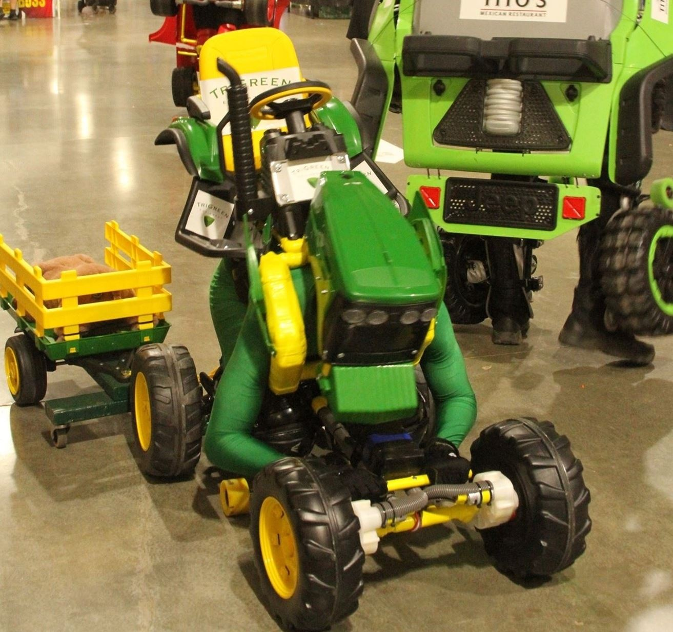 Robocar green tractor with wagon